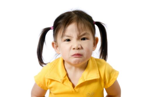 Những cách dịu dàng xoa dịu cơn giận của trẻ