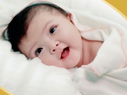 Các mốc phát triển cần đạt của bé 1-6 tháng tuổi
